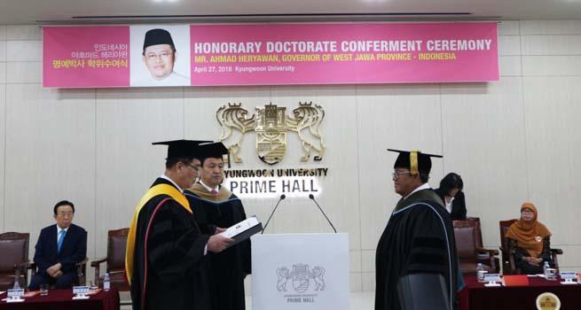 Aher Raih Gelar Doktor Honoris Causa Bidang Olahraga Dari Universitas Kyungwoon Korea