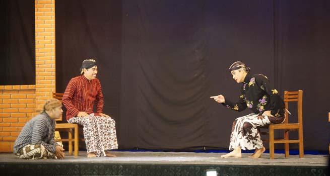Hibur Warga Rembang, Ganjar Main Ketoprak Tobong