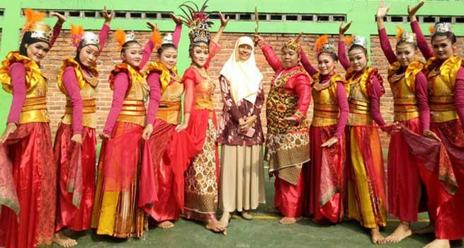 Tempa Talenta Zaman Now! Ratusan Kartini SMK Taruna Terpadu 2 Borcess Unjuk Kinerja