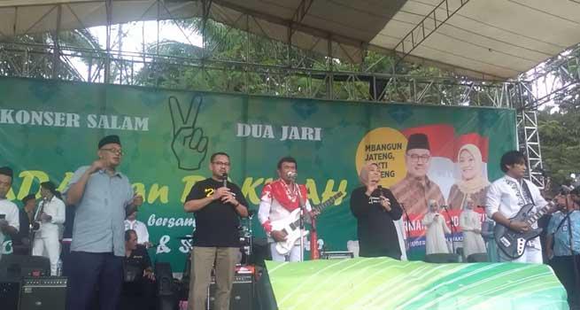 """Konser Rhoma Irama, Sudirman-Ida Duet Nyanyi Lagu """"Yang Kaya Makin Kaya"""""""