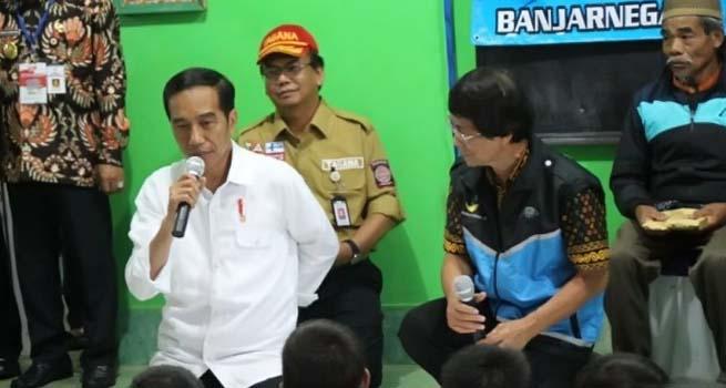 Presiden Jokowi Ke Banjarnegara Tinjau Korban Gempa dan Semangati Anak-Anak