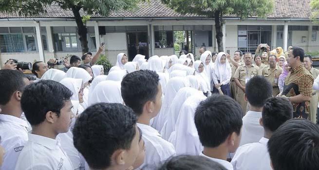 Walikota Semarang Tinjau Lokasi Ujian Nasional Berbasis Komputer SMP