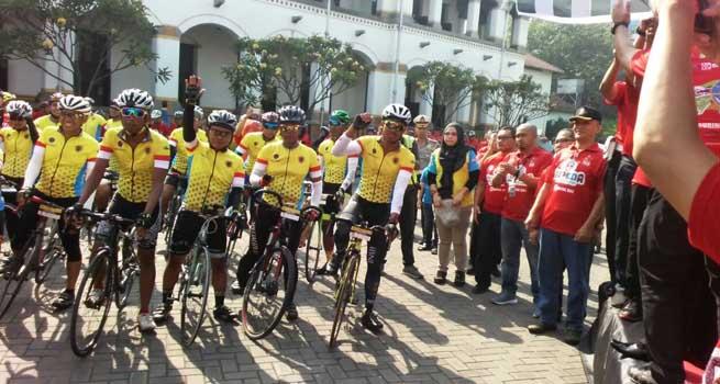 Peserta Touring Sepeda Mudik Lebaran dari Jakarta-Surabaya dengan Jarak Tempuh 940 Km