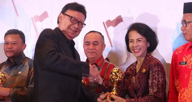 Walikota Semarang Meraih Penghargaan Tertinggi dalam Merealisasikan Berobat Gratis