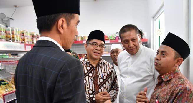 Presiden Joko Widodo Kunjungi Kios Modern NU di Karawang