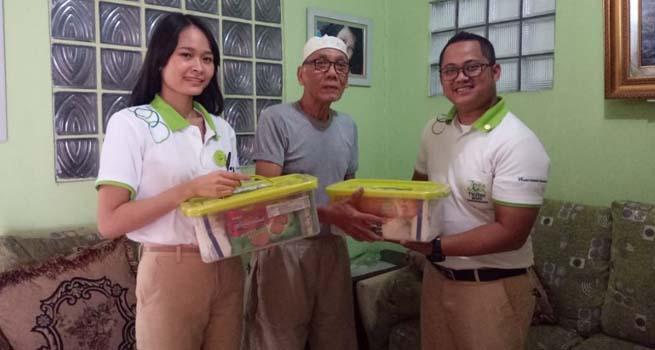Ramadhan 1439 H, Zest Hotel Bagikan Paket Bingkisan untuk Warga Sekitar