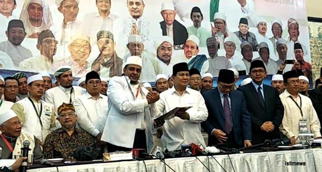 Ijtima Ulama II, Capres Prabowo Tanda Tangani 17 Poin Pakta Integritas