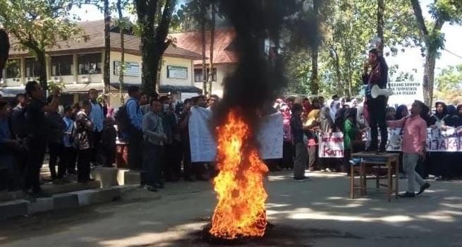 Presma Uin Imam Bonjol Padang Nyaleg Ratusan Mahasiswa Demo Inilah Online