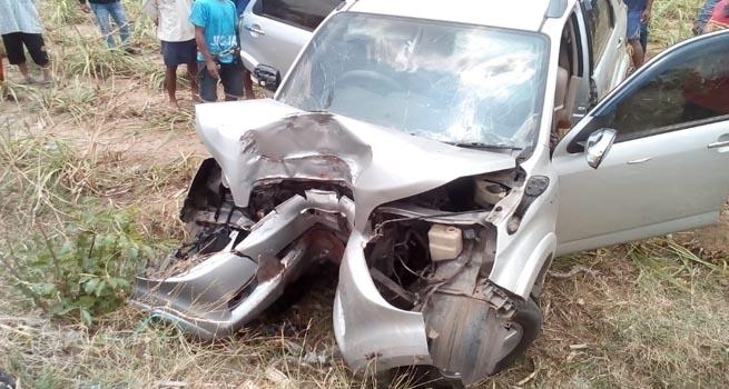 Kecelakaan Tunggal Akibat Lepas Kendali, Sebuah Mobil Ringsek Tabrak Pohon